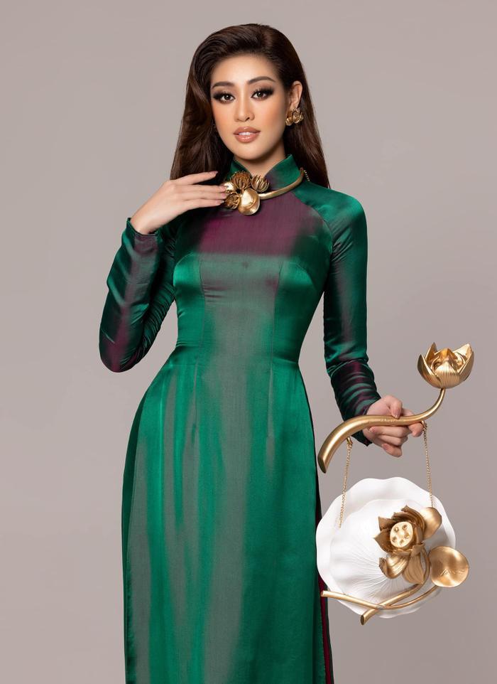 Khánh Vân diện áo dài họa tiết Hoa sen ấn tượng: Trang phục được fan mong chờ nhất đây rồi! Ảnh 4