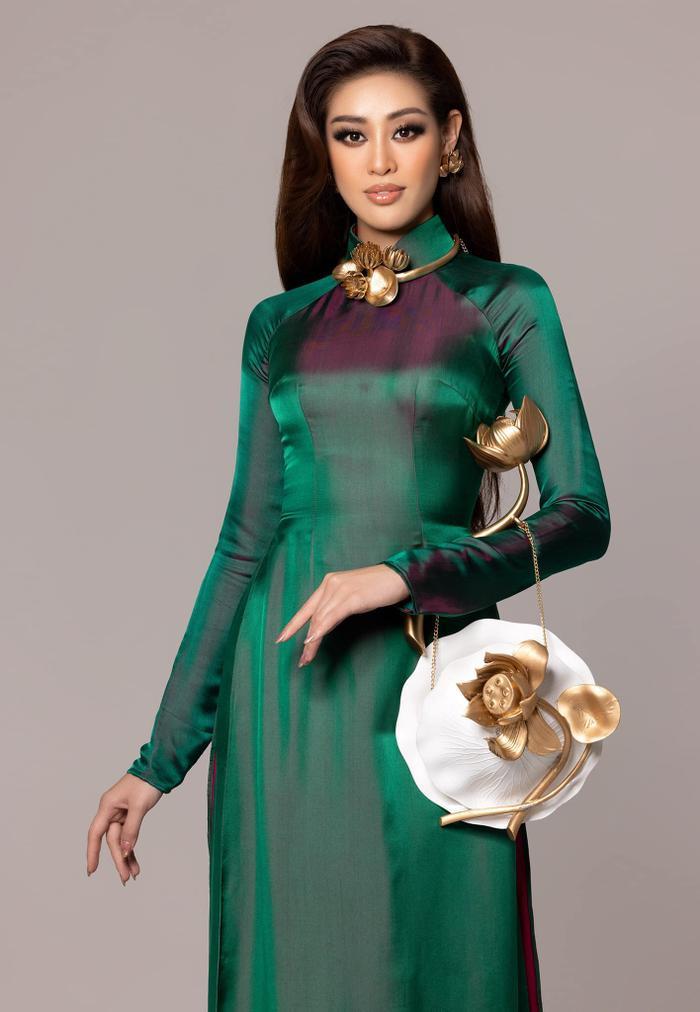 Khánh Vân diện áo dài họa tiết Hoa sen ấn tượng: Trang phục được fan mong chờ nhất đây rồi! Ảnh 3