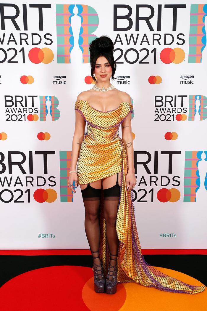 Taylor Swift 'phát tướng' lộ vòng 2 mỡ màng trong set váy áo sequin màu bạc Ảnh 6