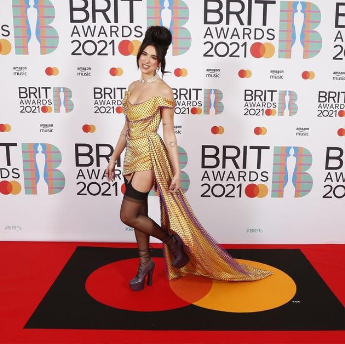 Taylor Swift 'phát tướng' lộ vòng 2 mỡ màng trong set váy áo sequin màu bạc Ảnh 5