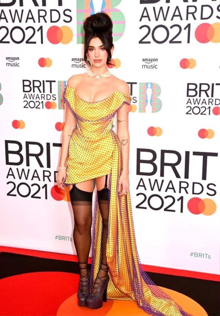 Taylor Swift 'phát tướng' lộ vòng 2 mỡ màng trong set váy áo sequin màu bạc Ảnh 7