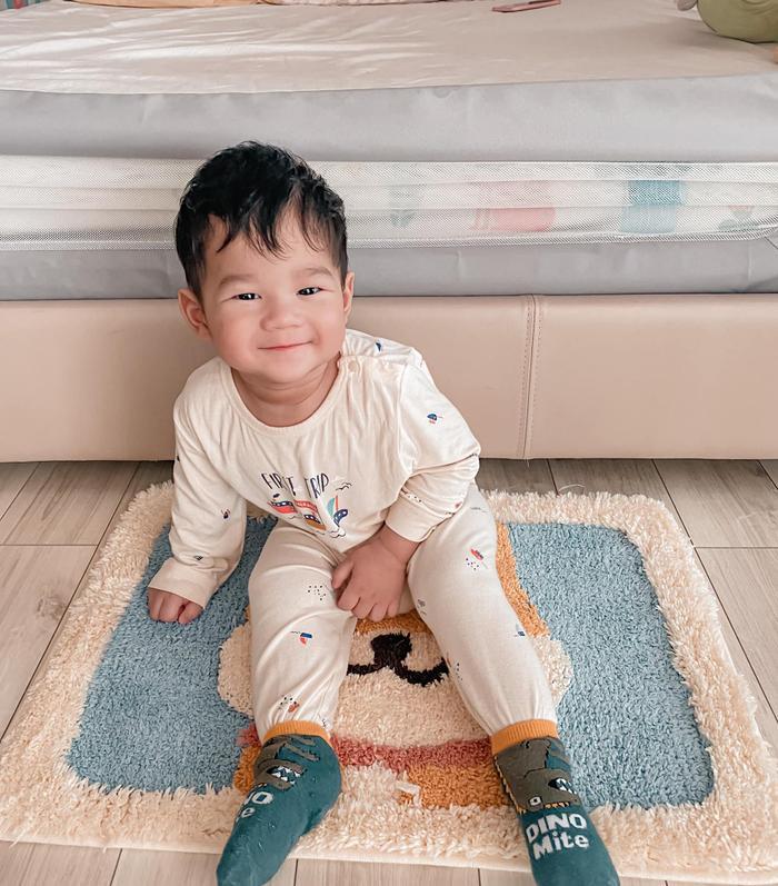 Con trai hoa hậu Thu Thảo gần 1 tuổi đã đẹp trai 'đốn tim' bao fan thế này Ảnh 2