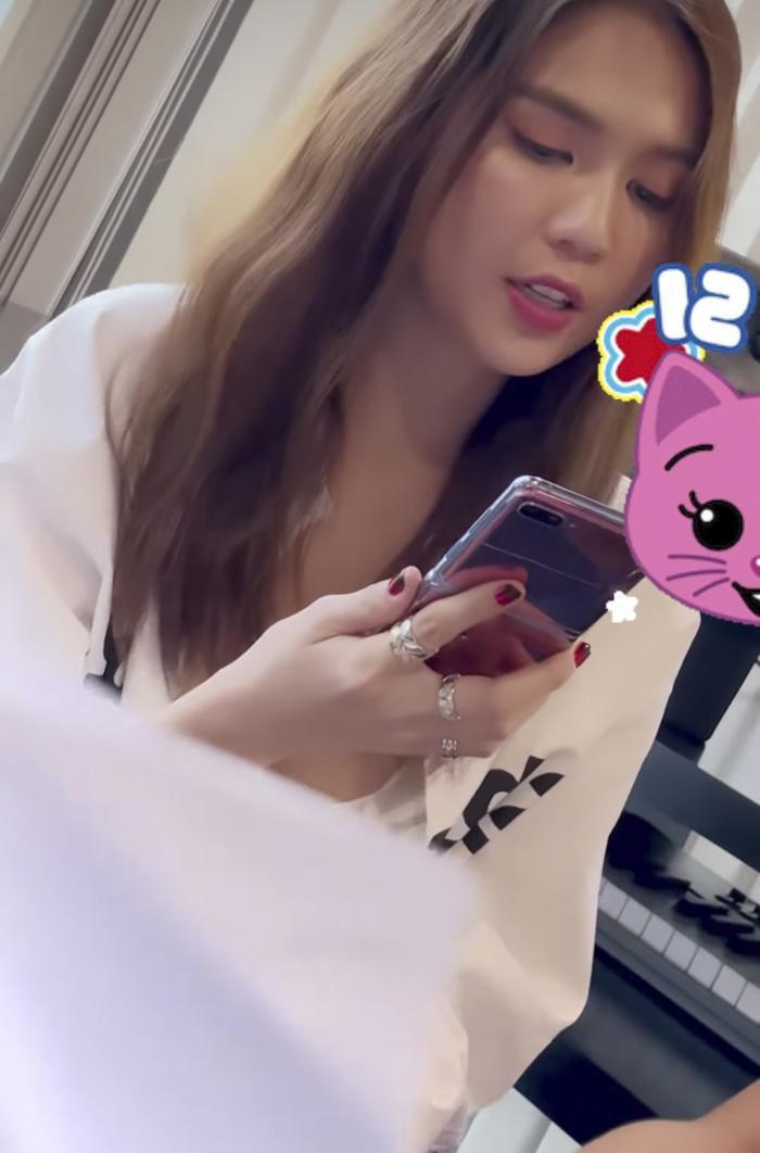 Xôn xao clip Ngọc Trinh cover hit của Ưng Hoàng Phúc - Thu Thủy cực mượt, hát hay mà giấu? Ảnh 3
