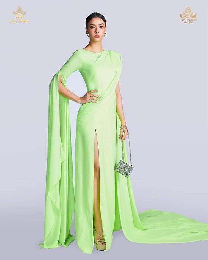 Miss Universe 2020: Hoa hậu Thái Lan bị đạp rách váy vì mặc 'lồng lộn', cố tình đi chậm chụp ảnh Ảnh 4
