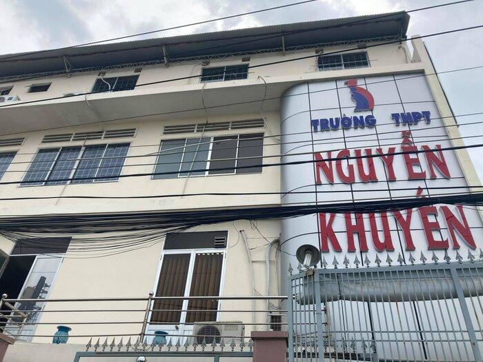 Vụ nữ sinh THPT Nguyễn Khuyến xăm mình: Trường chưa đưa ra quyết định xử lý Ảnh 1