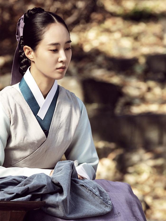 Yuri (SNSN) hoá 'nữ thần cổ trang' - visual đỉnh cao đẹp hút hồn khiến fan 'sang chấn tâm lý' Ảnh 4