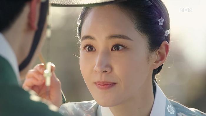 Yuri (SNSN) hoá 'nữ thần cổ trang' - visual đỉnh cao đẹp hút hồn khiến fan 'sang chấn tâm lý' Ảnh 7