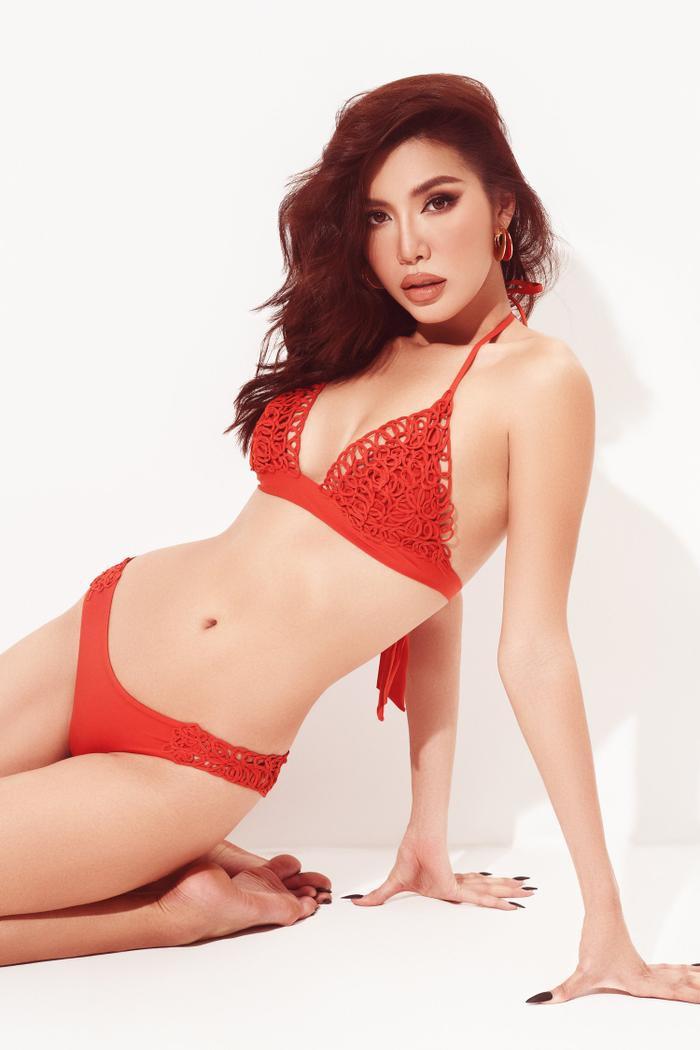 Minh Tú mặc bikini bé như chiếc lá, khoe trọn đường cong chuẩn đồng hồ cát tuyệt tác Ảnh 2