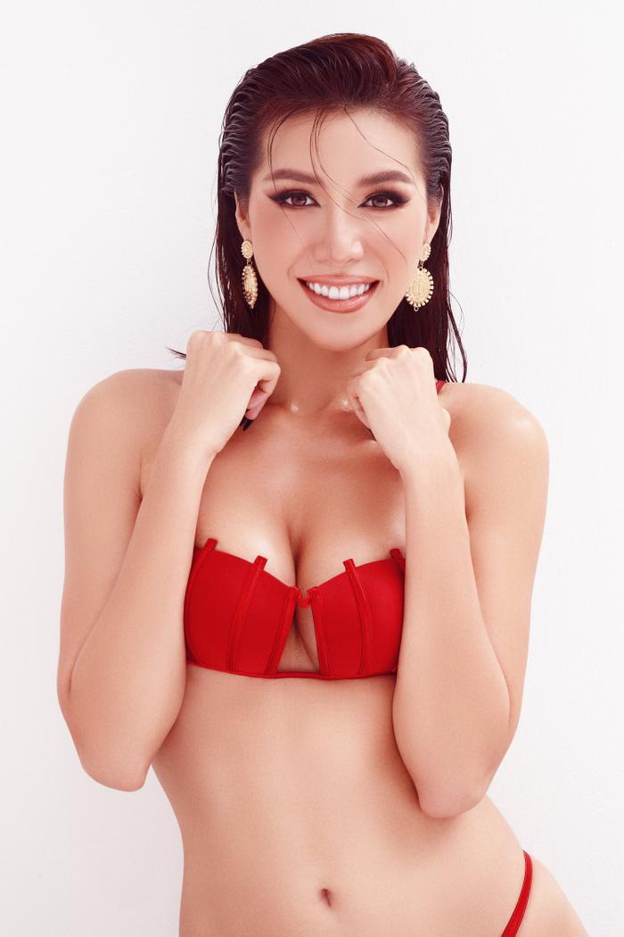Minh Tú mặc bikini bé như chiếc lá, khoe trọn đường cong chuẩn đồng hồ cát tuyệt tác Ảnh 6
