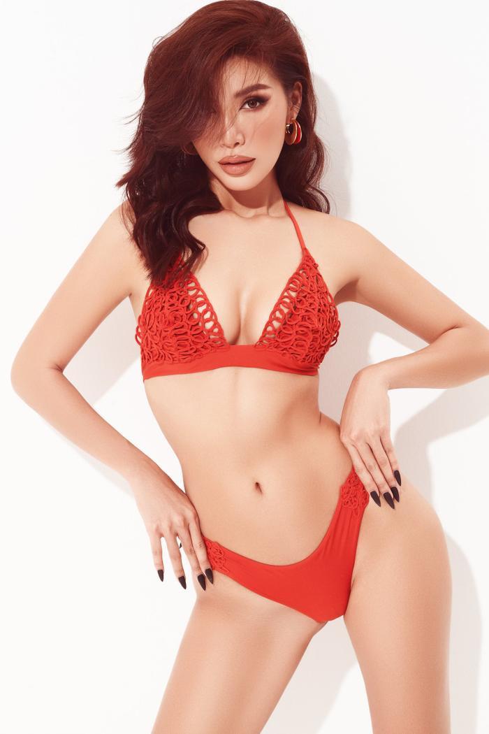 Minh Tú mặc bikini bé như chiếc lá, khoe trọn đường cong chuẩn đồng hồ cát tuyệt tác Ảnh 4