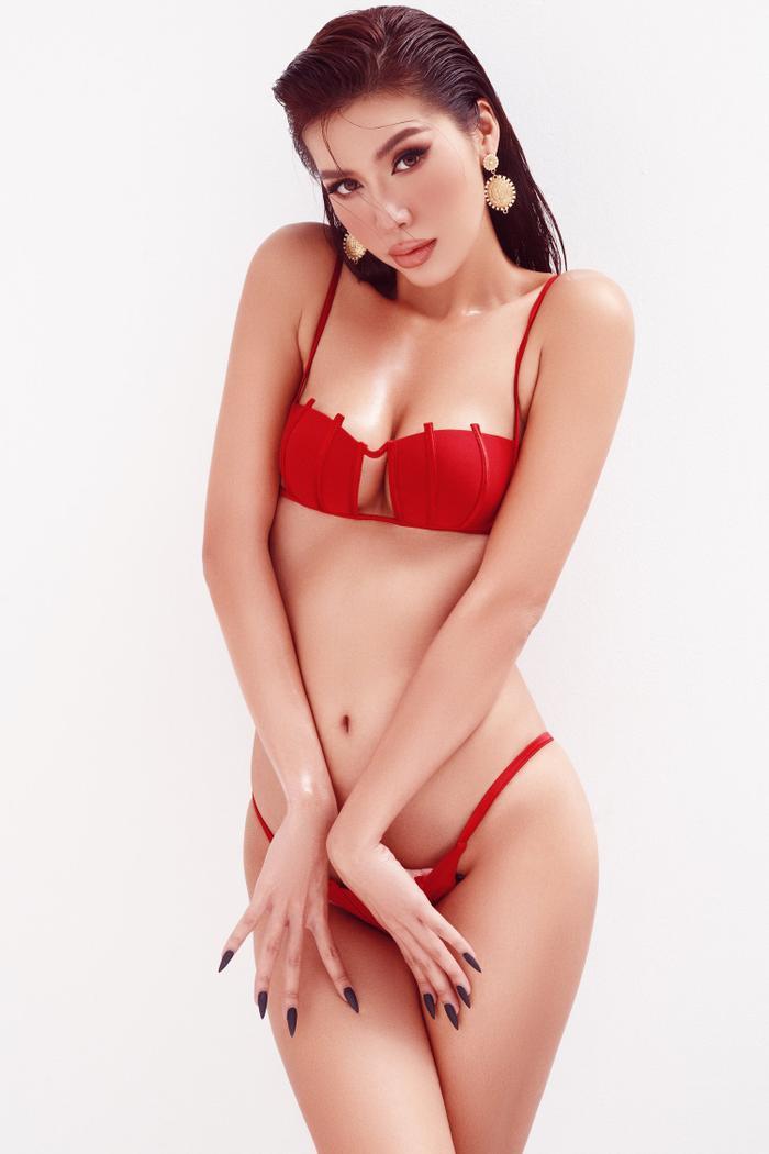 Minh Tú mặc bikini bé như chiếc lá, khoe trọn đường cong chuẩn đồng hồ cát tuyệt tác Ảnh 5