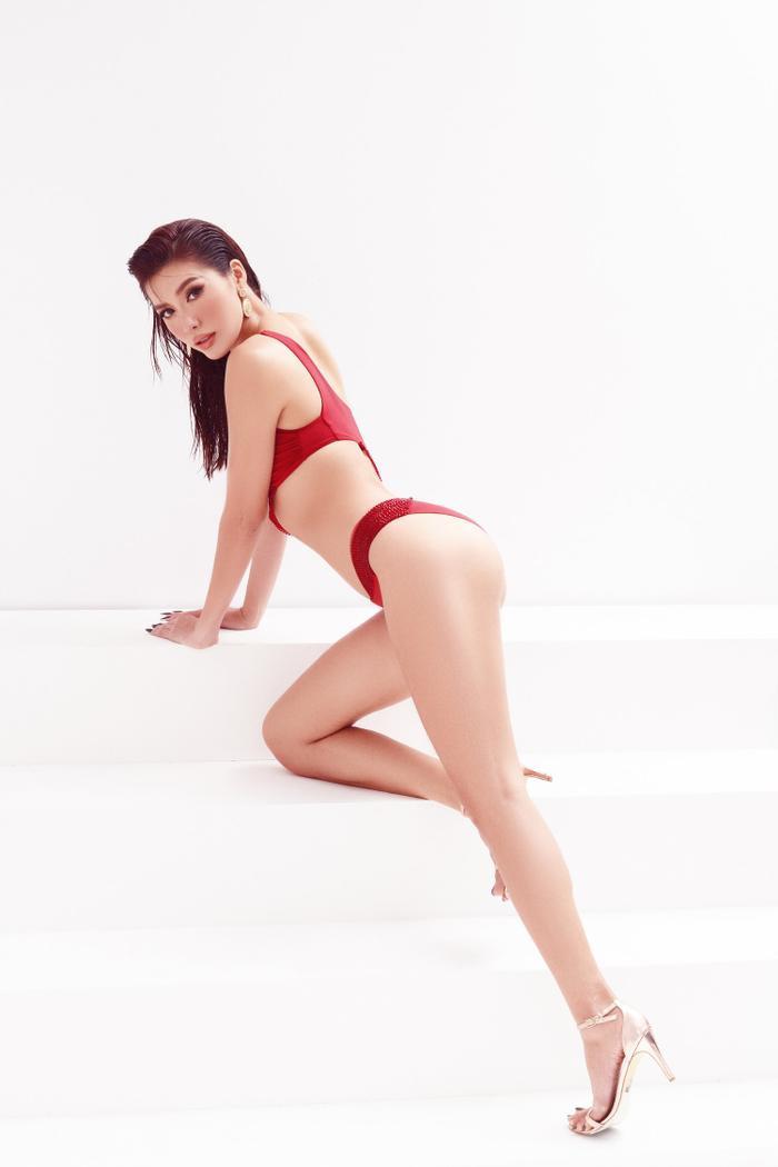 Minh Tú mặc bikini bé như chiếc lá, khoe trọn đường cong chuẩn đồng hồ cát tuyệt tác Ảnh 9