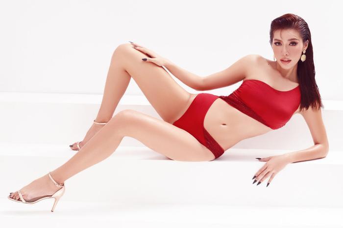 Minh Tú mặc bikini bé như chiếc lá, khoe trọn đường cong chuẩn đồng hồ cát tuyệt tác Ảnh 3
