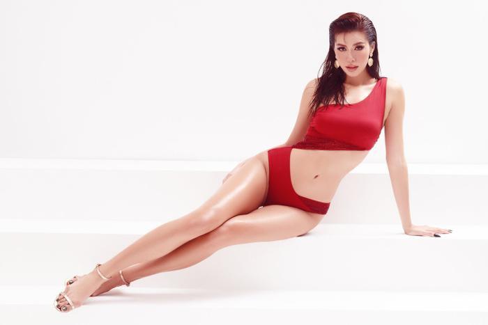 Minh Tú mặc bikini bé như chiếc lá, khoe trọn đường cong chuẩn đồng hồ cát tuyệt tác Ảnh 1