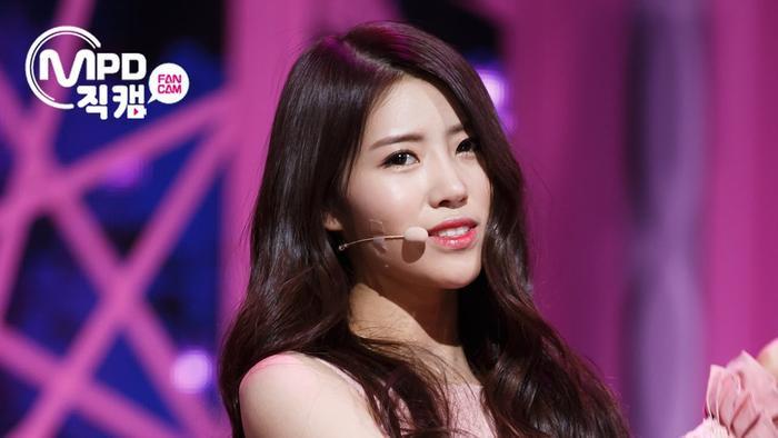 BXH dàn idol Kpop visual đẹp từ bé: Suzy vượt mặt Yoona nhưng sao chẳng thấy bóng dáng BLACKPINK? Ảnh 35