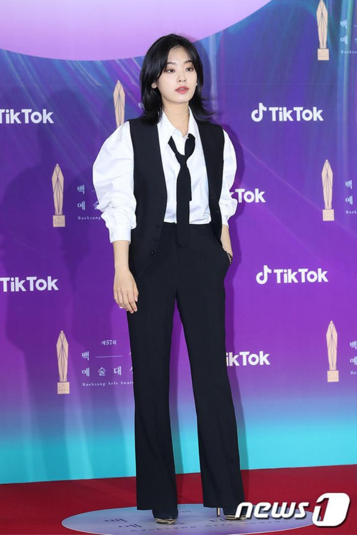 Thảm đỏ 'Baeksang 2021': Kim So Yeon áp đảo Suzy, Song Joong Ki - Kim So Hyun - Lee Jun Ki xuất thần! Ảnh 18