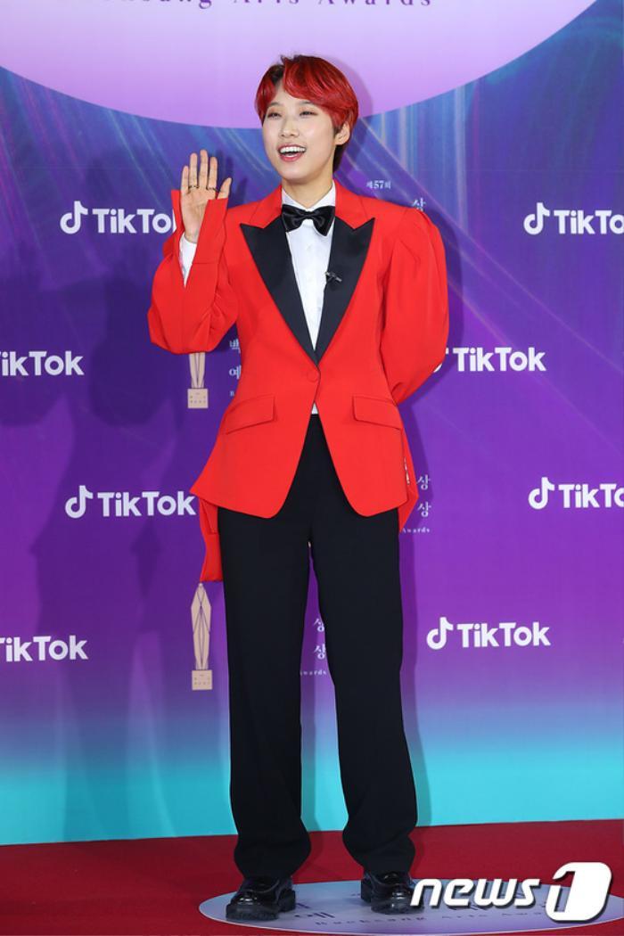Thảm đỏ 'Baeksang 2021': Kim So Yeon áp đảo Suzy, Song Joong Ki - Kim So Hyun - Lee Jun Ki xuất thần! Ảnh 37