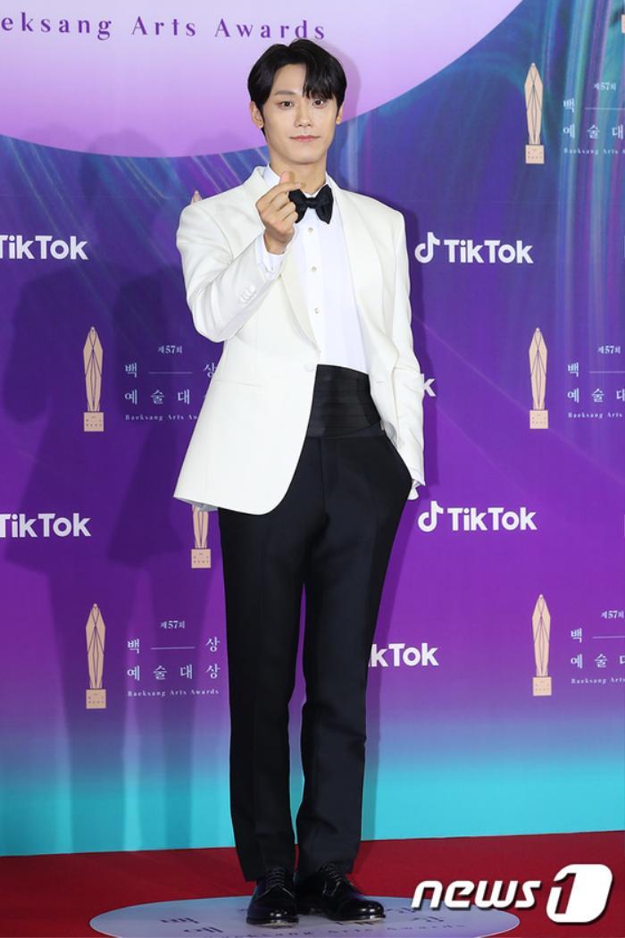 Thảm đỏ 'Baeksang 2021': Kim So Yeon áp đảo Suzy, Song Joong Ki - Kim So Hyun - Lee Jun Ki xuất thần! Ảnh 39