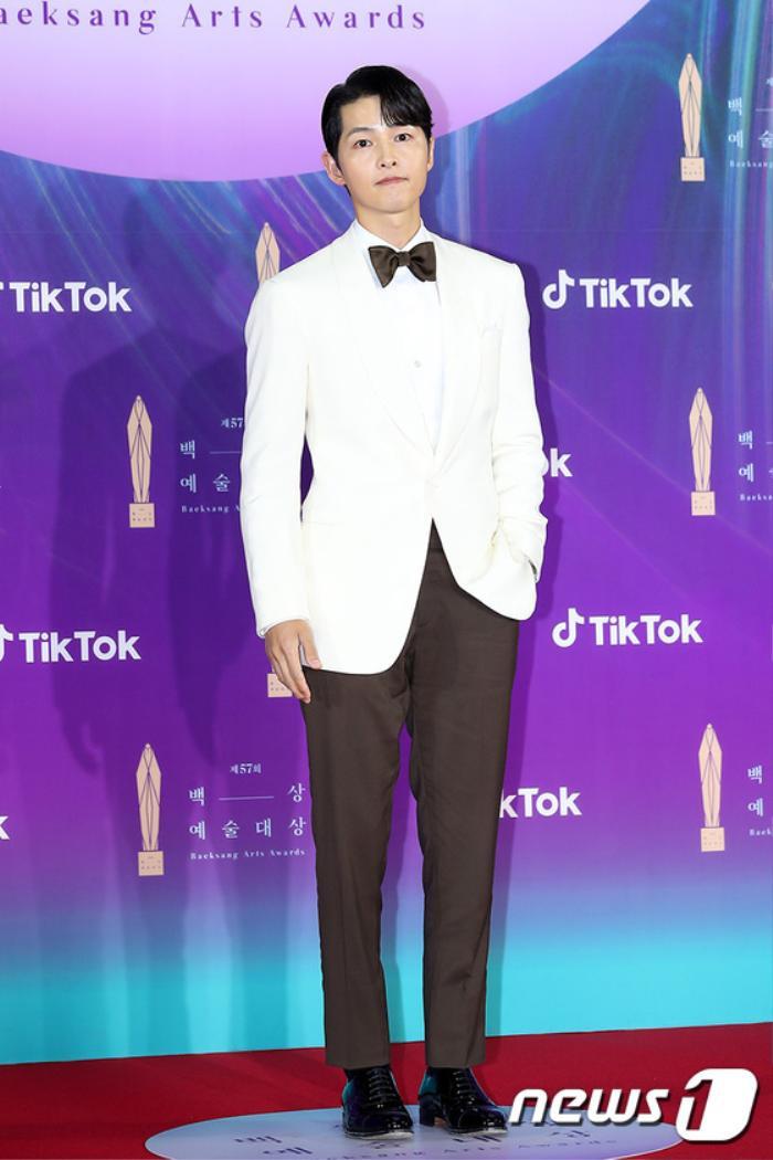 Thảm đỏ 'Baeksang 2021': Kim So Yeon áp đảo Suzy, Song Joong Ki - Kim So Hyun - Lee Jun Ki xuất thần! Ảnh 5