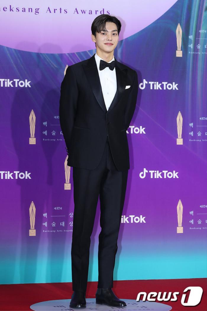 Thảm đỏ 'Baeksang 2021': Kim So Yeon áp đảo Suzy, Song Joong Ki - Kim So Hyun - Lee Jun Ki xuất thần! Ảnh 26