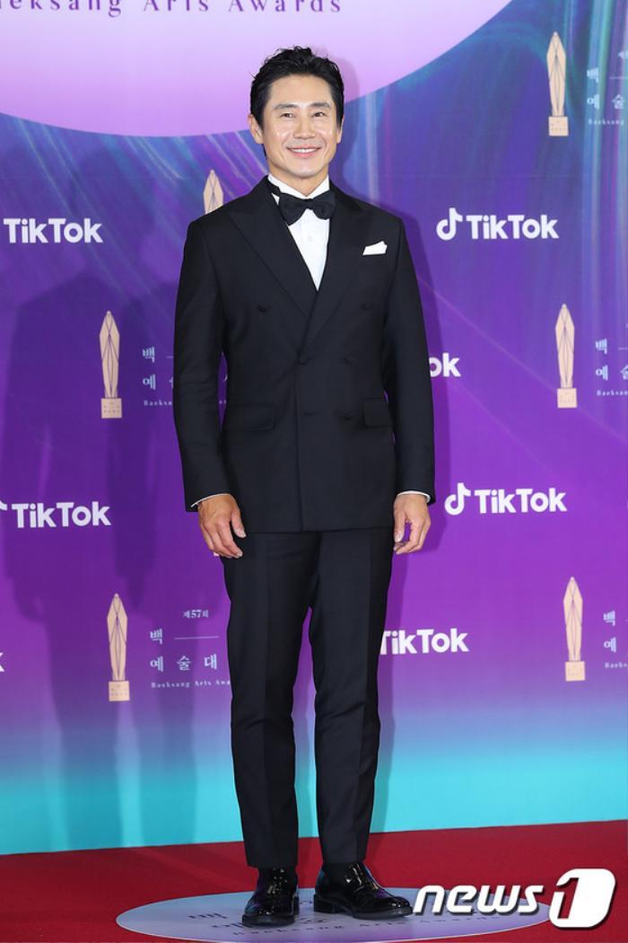 Thảm đỏ 'Baeksang 2021': Kim So Yeon áp đảo Suzy, Song Joong Ki - Kim So Hyun - Lee Jun Ki xuất thần! Ảnh 42