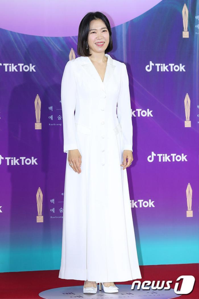 Thảm đỏ 'Baeksang 2021': Kim So Yeon áp đảo Suzy, Song Joong Ki - Kim So Hyun - Lee Jun Ki xuất thần! Ảnh 32