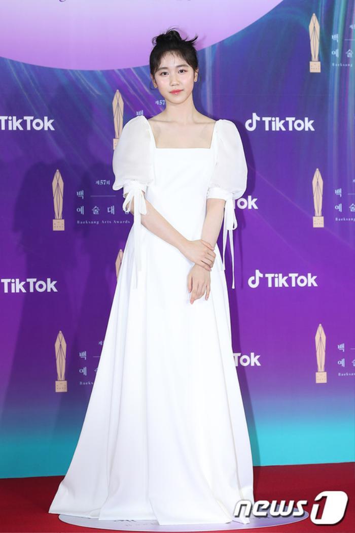 Thảm đỏ 'Baeksang 2021': Kim So Yeon áp đảo Suzy, Song Joong Ki - Kim So Hyun - Lee Jun Ki xuất thần! Ảnh 31