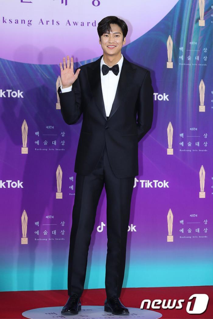 Thảm đỏ 'Baeksang 2021': Kim So Yeon áp đảo Suzy, Song Joong Ki - Kim So Hyun - Lee Jun Ki xuất thần! Ảnh 24