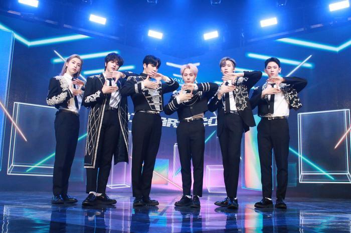 Nhiều lần trầy trật, boygroup đàn em Mamamoo - ONEUS đã có màn comeback đầy khởi sắc với 'Black Mirror' Ảnh 2