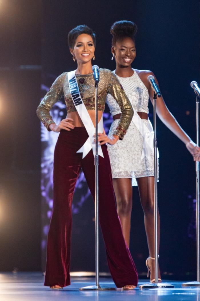 Miss Universe 2020 bỏ phần hô tên quốc gia, Khánh Vân không có cơ hội xướng tên Việt Nam trên sân khấu? Ảnh 1