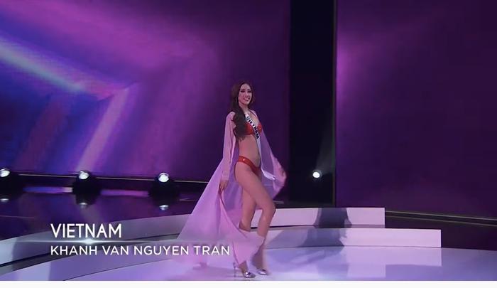 Khánh Vân đốt cháy bán kết Miss Universe với body rực lửa: Catwalk thần sầu, pose dáng tạo hit siêu đỉnh Ảnh 7