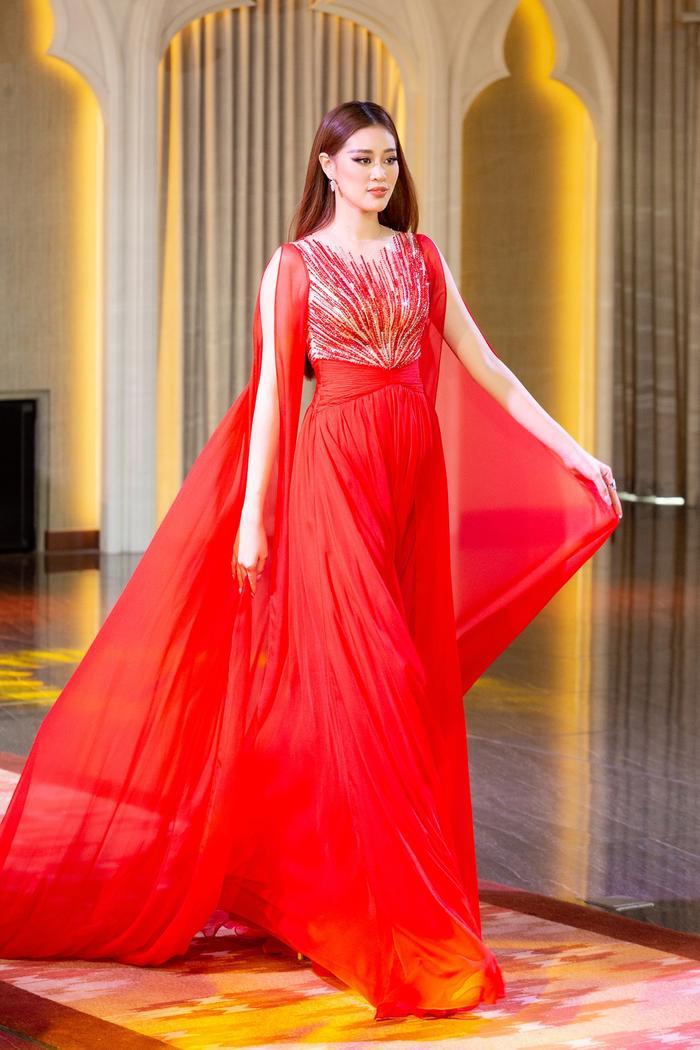 Hành trình lọt Top 21 Miss Universe của Khánh Vân: Trái tim yêu thương tỏa sáng với sự ấm áp Ảnh 3