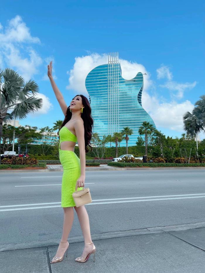 Hành trình lọt Top 21 Miss Universe của Khánh Vân: Trái tim yêu thương tỏa sáng với sự ấm áp Ảnh 10