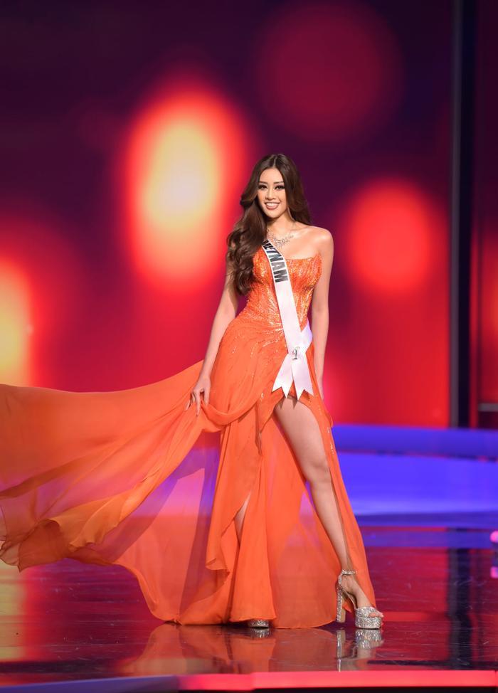 10 bộ váy dạ hội đẹp nhất bán kết Miss Universe: Khánh Vân xứng đáng giật giải Best Evening Gown Ảnh 2