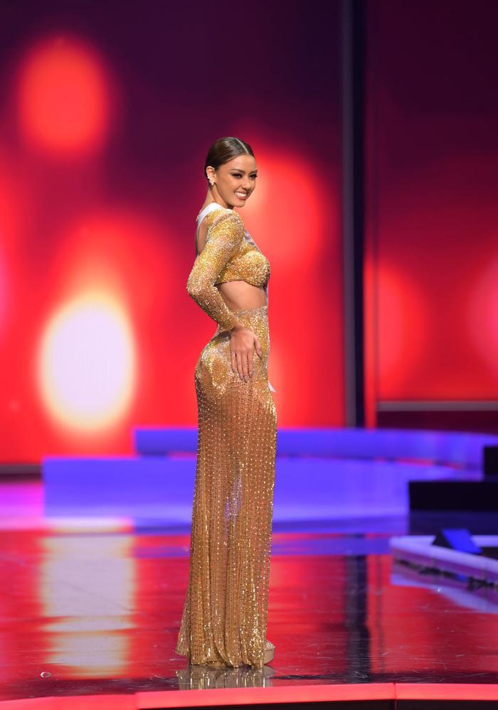 10 bộ váy dạ hội đẹp nhất bán kết Miss Universe: Khánh Vân xứng đáng giật giải Best Evening Gown Ảnh 5