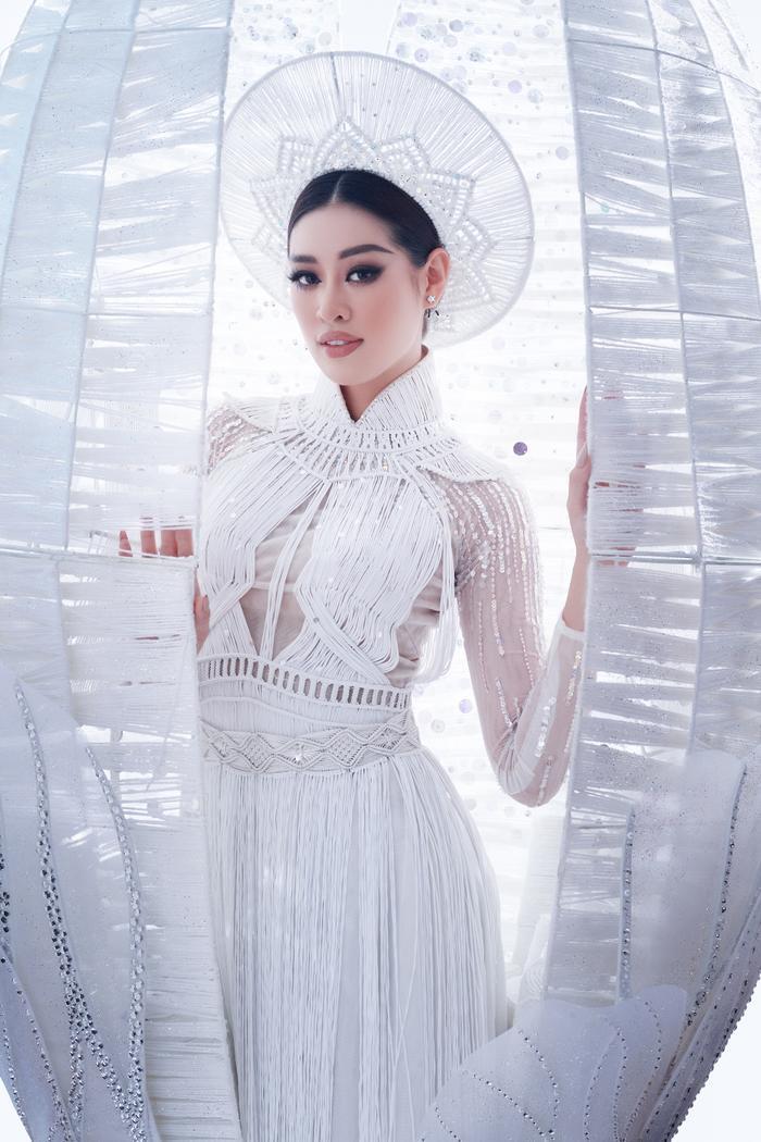 7 giây 'thần thánh' của Khánh Vân mở màn bán kết Miss Universe: Trái tim ấm áp - Thần thái rạng ngời Ảnh 7