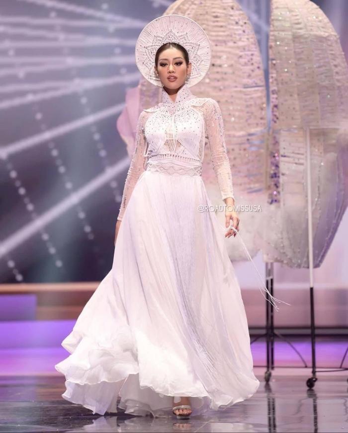 7 giây 'thần thánh' của Khánh Vân mở màn bán kết Miss Universe: Trái tim ấm áp - Thần thái rạng ngời Ảnh 6