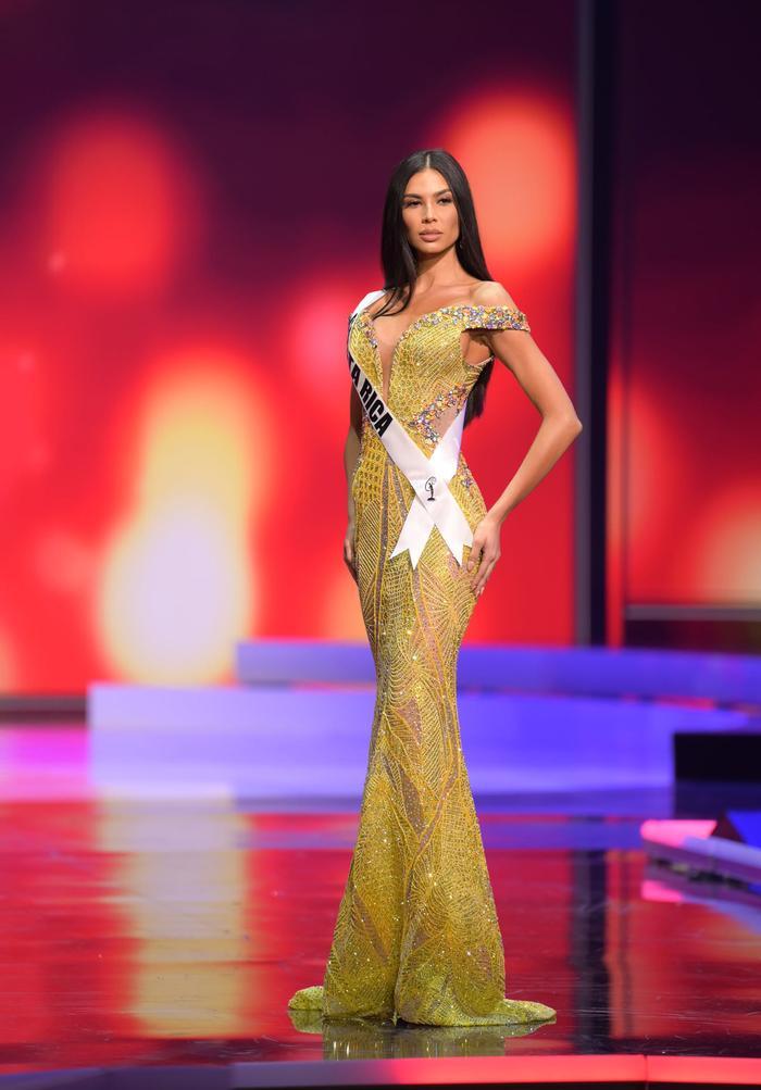 10 bộ váy dạ hội đẹp nhất bán kết Miss Universe: Khánh Vân xứng đáng giật giải Best Evening Gown Ảnh 4