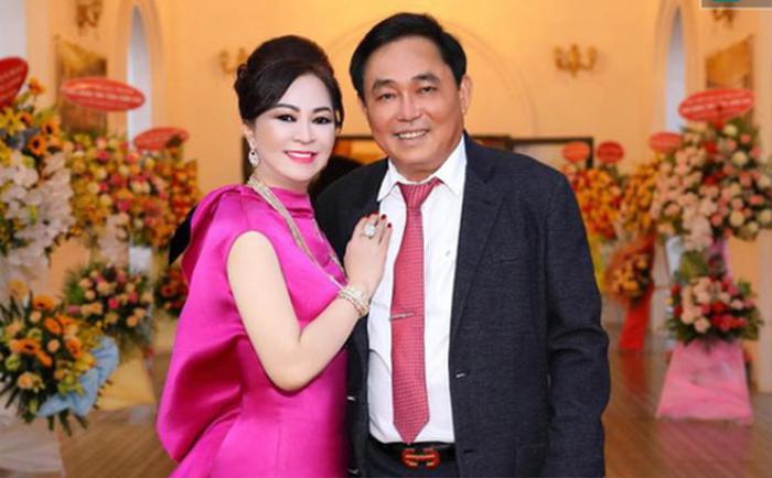 Bà Nguyễn Phương Hằng 'thần thái ngời ngời' khoe 2 viên kim cương 'chọi bể đầu' Ảnh 4