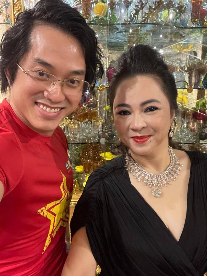 Bà Nguyễn Phương Hằng 'thần thái ngời ngời' khoe 2 viên kim cương 'chọi bể đầu' Ảnh 2