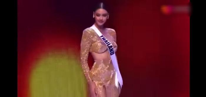 Hoa hậu Thailand bị chê vòng 1 như hai gáo dừa 'giả trân' tại Bán kết Miss Universe 2020 Ảnh 2