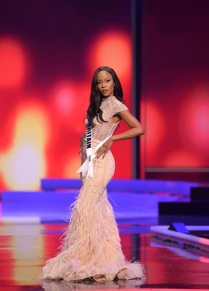 Những chiếc váy dìm dáng, lộ khuyết điểm hình thể tại bán kết MU20 khiến fan ngán ngẩm Ảnh 3