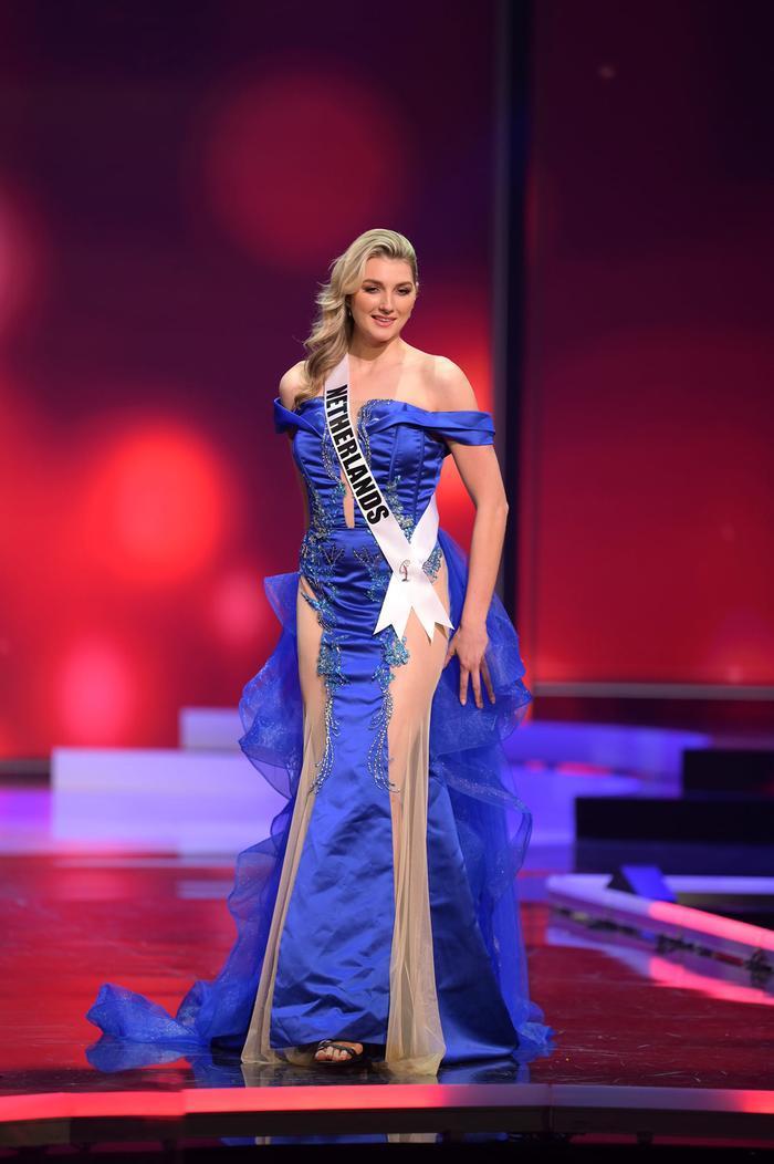 Những chiếc váy dìm dáng, lộ khuyết điểm hình thể tại bán kết MU20 khiến fan ngán ngẩm Ảnh 6