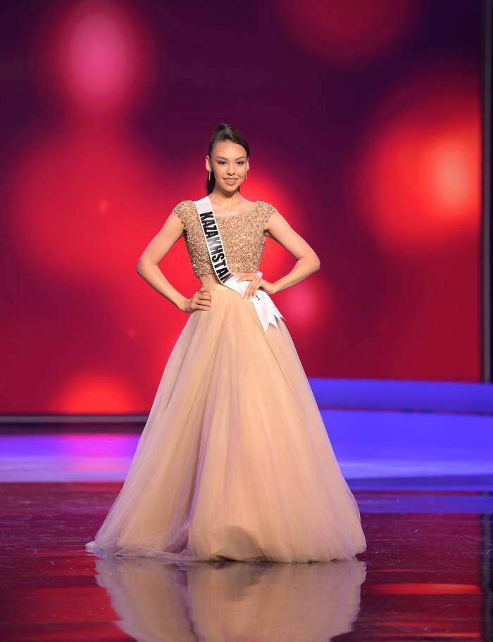 Những chiếc váy dìm dáng, lộ khuyết điểm hình thể tại bán kết MU20 khiến fan ngán ngẩm Ảnh 5
