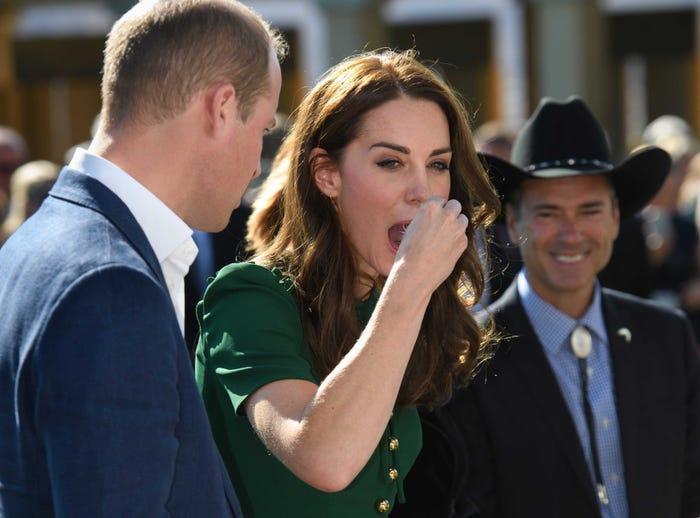 17 bức ảnh cho thấy Hoàng tử William và Kate cũng như bao cặp đôi bình thường Ảnh 2