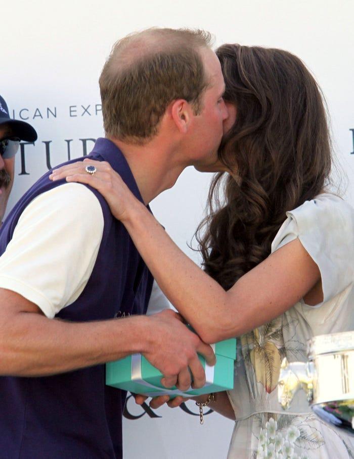 17 bức ảnh cho thấy Hoàng tử William và Kate cũng như bao cặp đôi bình thường Ảnh 9