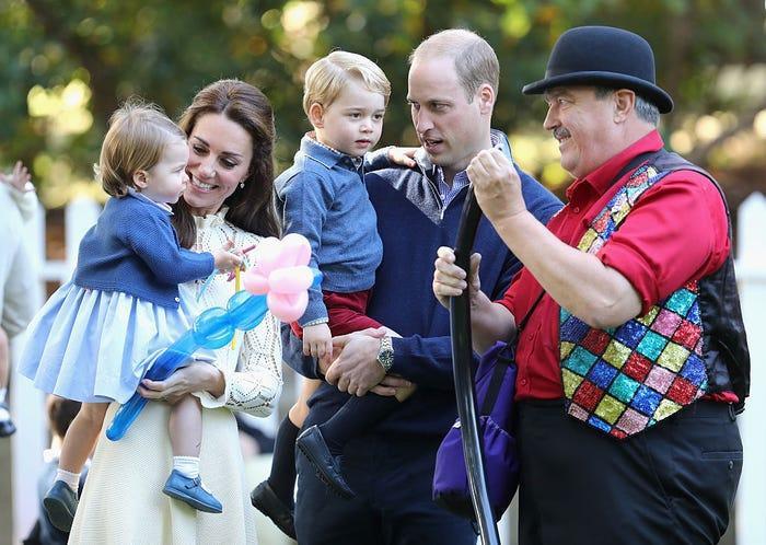 17 bức ảnh cho thấy Hoàng tử William và Kate cũng như bao cặp đôi bình thường Ảnh 13