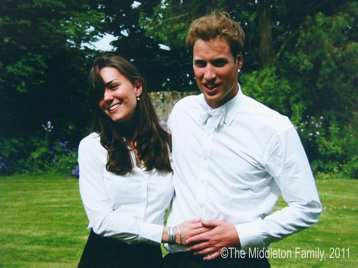 17 bức ảnh cho thấy Hoàng tử William và Kate cũng như bao cặp đôi bình thường Ảnh 1