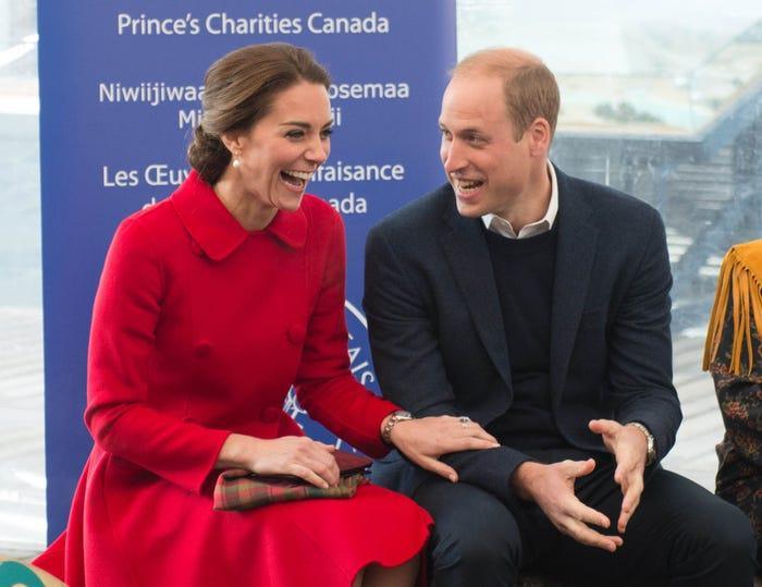 17 bức ảnh cho thấy Hoàng tử William và Kate cũng như bao cặp đôi bình thường Ảnh 12