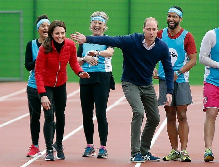 17 bức ảnh cho thấy Hoàng tử William và Kate cũng như bao cặp đôi bình thường Ảnh 6